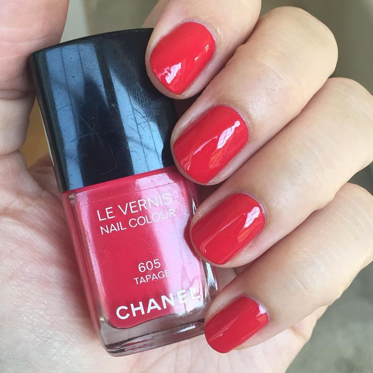 Chanel Tapage. Love this kind of color... Red, pink or coral depending on the light. So vibrant and fun! #notd #nails #nailpolish #onmynails #mani #manicure #chanel #chanelnailpolish #chanellevernis #chaneltapage