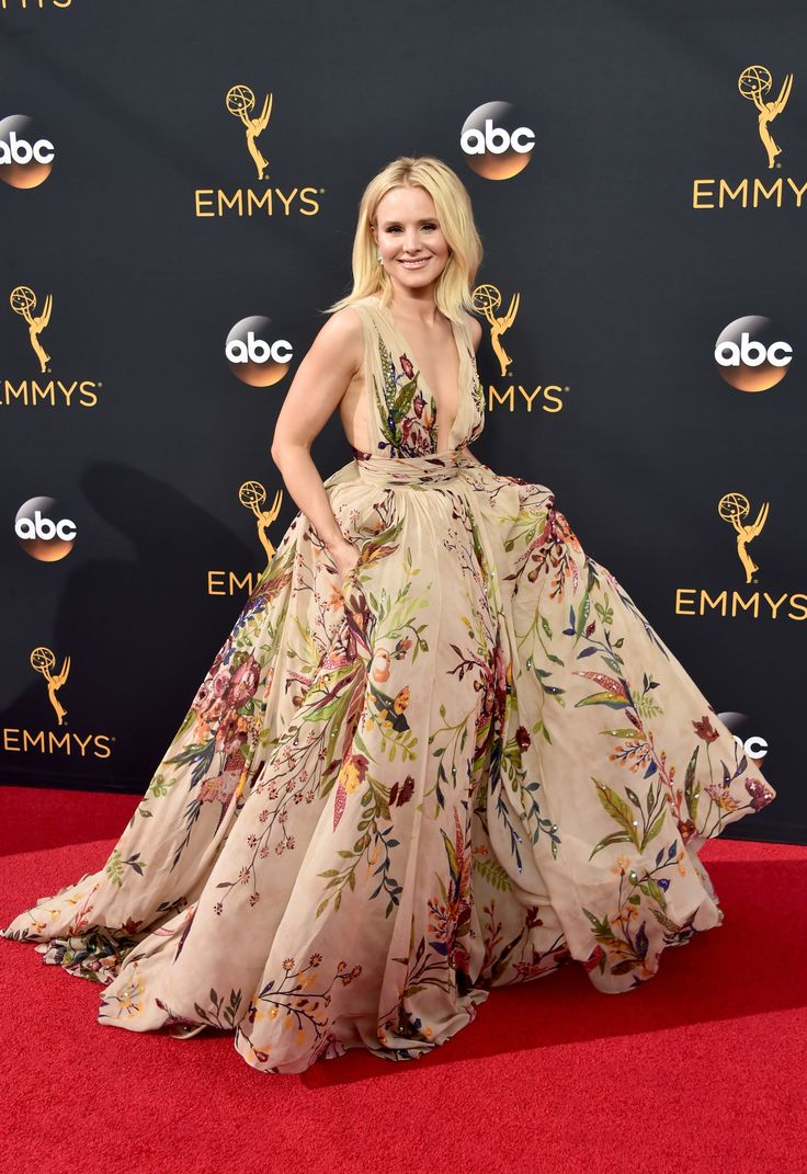 Emmy fashion 2014 best red carpet dresses blogher - Kristen Bell Looks Fab In Floral On The Emmys 2016 Red Carpet Photo Kristen Bell Stuns In A Gorgeous Fall Themed Gown At The 2016 Emmy Awards Held At The