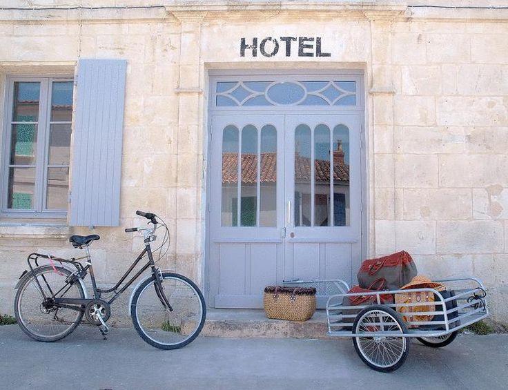 http://www.booking.com/hotel/fr/napoleon-ile-d-aix.en-gb.html?aid=347758