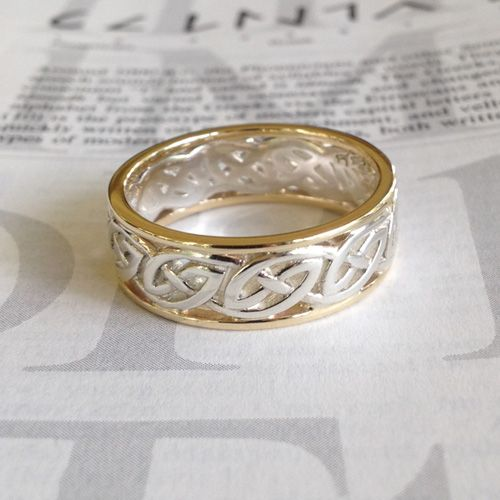 Celtic Knot Window to the Soul Wedding Ring Love it!