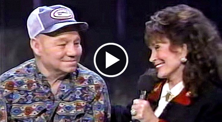 """In this very touching video Loretta Lynn and her husband, """"Doolittle"""" Lynn, share a very emotional moment, and it's absolutely beautiful. Loretta sings..."""