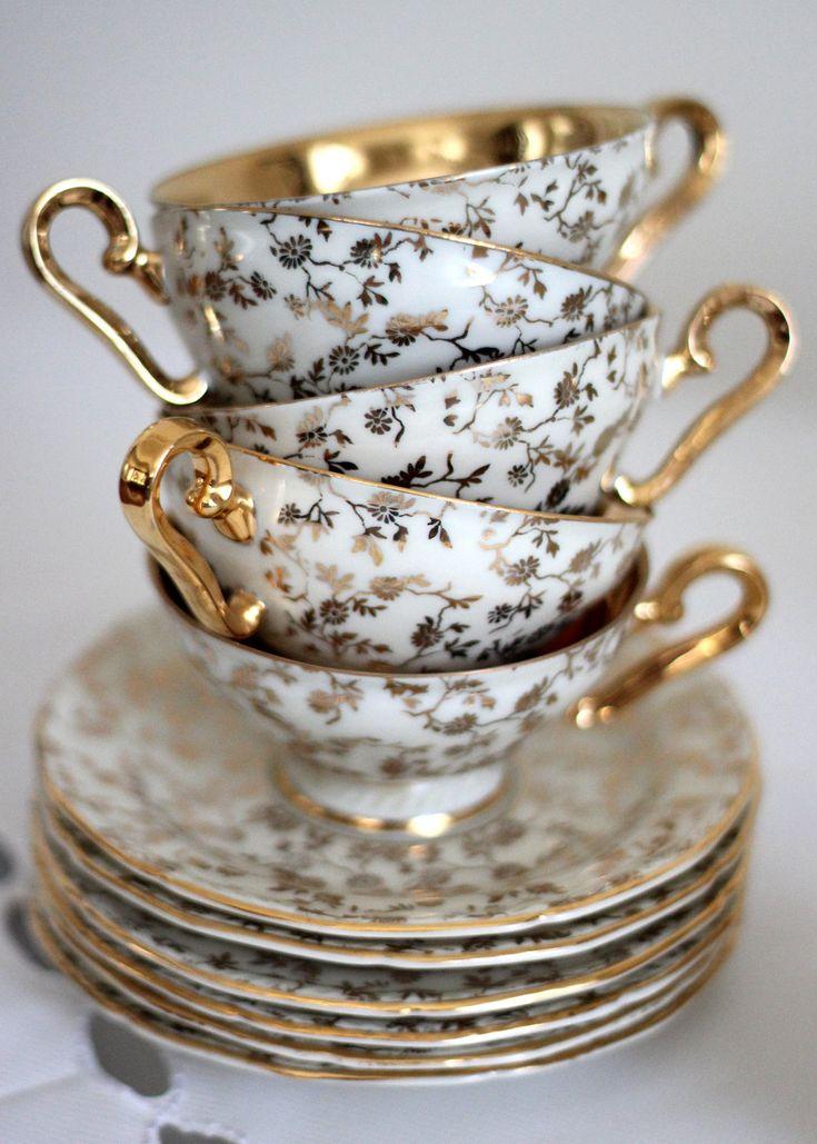 Vintage Karlsbader Bavaria Tea Set, via Etsy.
