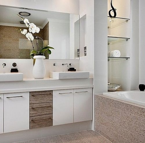 Modernt badrum med fin inredning