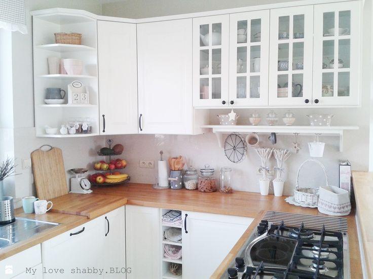 Biała kuchnia z drewnianymi blatami - zdjęcie od MLS.blog - Kuchnia - Styl Skandynawski - MLS.blog