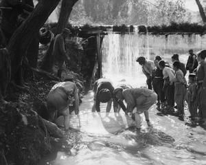 WWI, Balkan front, Oct 1916; French soldiers fishing with a net in a stream in Florina. © IWM