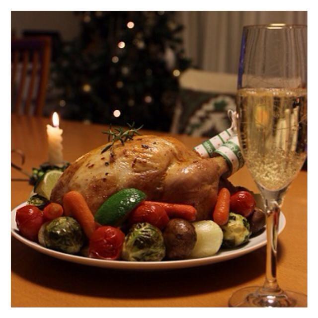 メリークリスマス 毎年クリスマスに焼くローストチキン。 レバーライスを詰めです。 - 108件のもぐもぐ - ローストチキン by ぴくるす