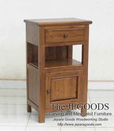 We produce minimalist side table and drawer furniture made of solid teak wood. Best traditional #handmade craftsmanship with high quality at affordable price. #teakfurniture #sidetable #drawer #furniturefactory #furniturewarehouse #teaktable #indonesiafurniture