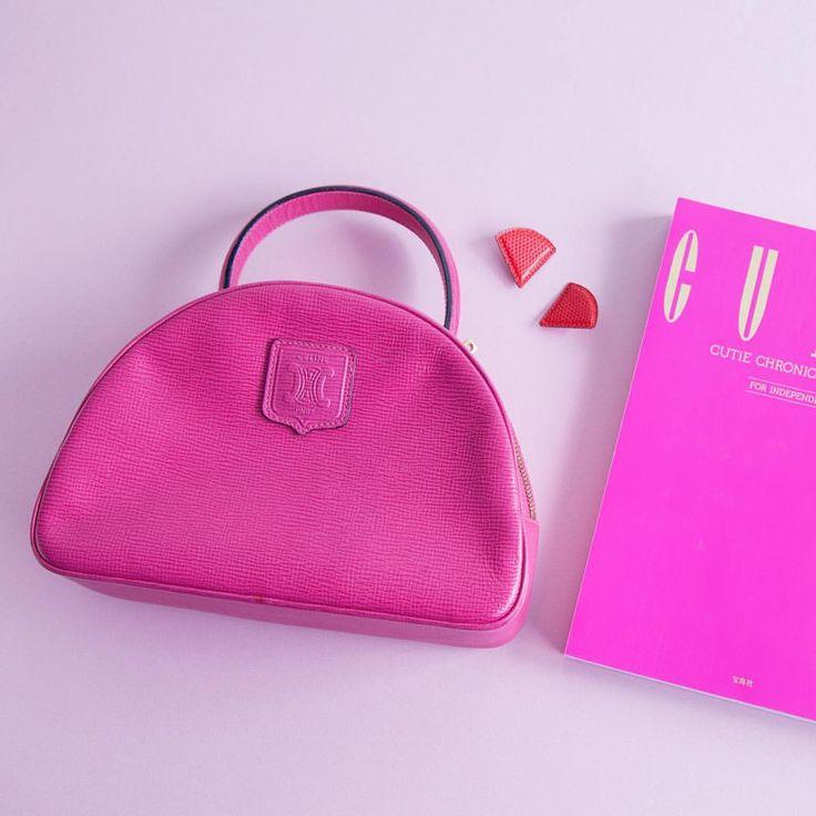 Lily BrownさんはInstagramを利用しています:「Vintage CELINE Bag from Lily Brown boutique laforet harajuku店 ☎︎03-6804-1005 ※ヴィンテージアイテムについて ・ヨーロッパを中心に世界中から集められたアイテムになっており商品は全て1点物となっております。お問合せ後の品切れ等ご容赦下さい。 ・在庫やプライス等は直接店舗へお問い合わせいただけるようお願い致します。 ・商品状態を直接お確かめいただくため、通販のご対応は行っておりません。 #lilybrown #lily_brown #celine #celinebag #vintage #pink #laforetharajuku #80s」