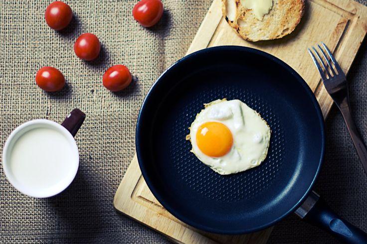 Jajka sadzone w pikantnym musie kawowym. Przepis na:  http://kawa.pl/przepisy/przepis/jajka-na-twardo-w-pikantnym-musie-kawowym