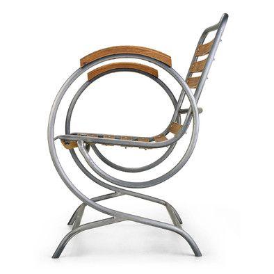 Die auffälligen großen Bögen, die, wie das Gestell von Stuhl und Bank insgesamt, aus Stahlrohr gefertigt sind,... - Gartensessel Freischwinger