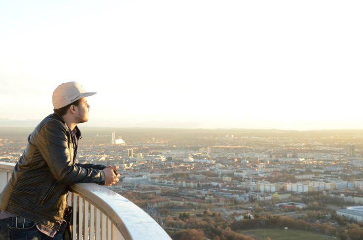 Sonnenuntergang auf den Olympiaturm, Olympiazentrum München