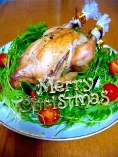 「クリスマス★鶏の丸焼き(誰でも作れるぞ♪)」クリスマスはオーブンまかせにできるこの料理が定番です。見た目より簡単で安いのでおすすめです♪【楽天レシピ】