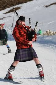 Winter kilt on skis...with bagpipes!