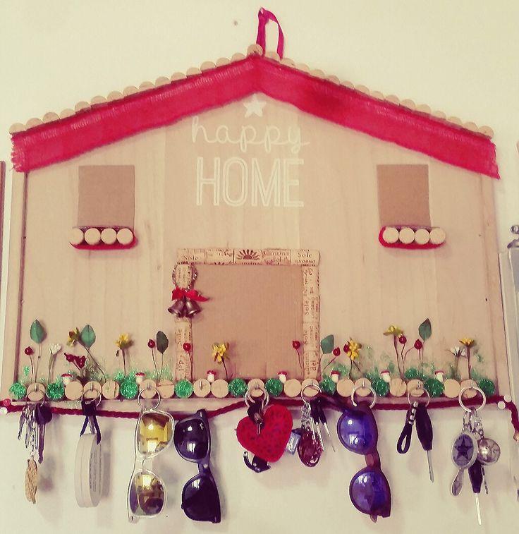 Casetta portachiavi in costruzione #faidate #hobby #handmade #homemade #decor #tempolibero #oggettistica #sughero #legno #decorazioni #casa #arredo #ideas #keys