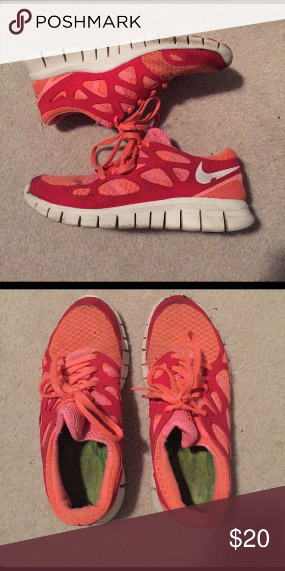 NIKE Free Runner Gently worn, great for casual working out or running..  TRYING TO GET RID OF EVERYTHING, FAST!! Make offers :) Nike Shoes Athletic Shoes
