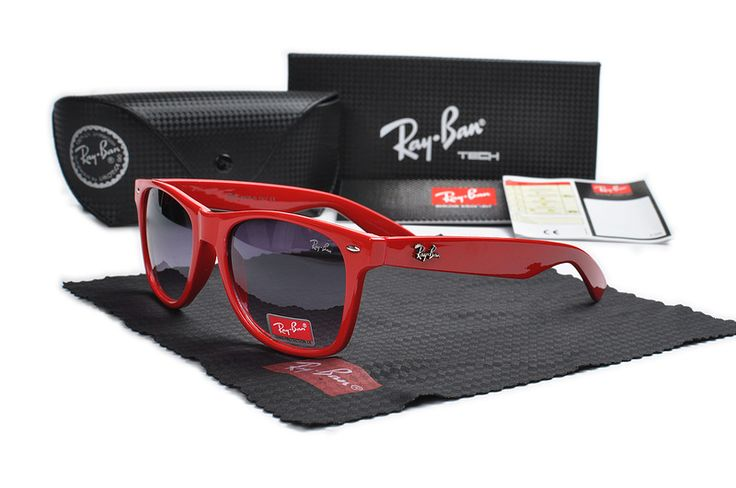 Just got my RayBan sunglasses from this site. The color on the lenses is exactly as pictured. They are super light and
