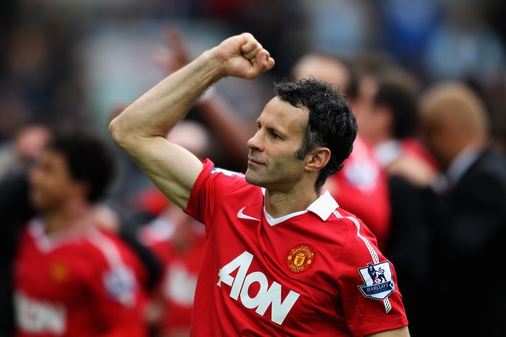 @manutd legend Ryan Giggs salutes the crowd after helping the Reds to a nineteenth league crown back in 2011.