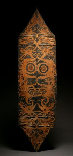 Dayak Terabai@War Shield | Borneo, Indonesia | Wood with natural pigment color | 19th century