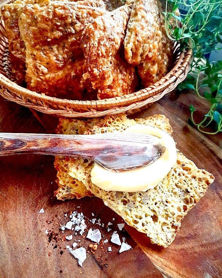 Enklaste och, enligt mig bland de godaste, lowcarb, glutenfria bröden som jag använder så väl till frukostmackan som till toast, hamburgaren eller pizzabott