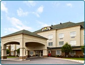 Days Inn Ottawa Airport from Travelucion at up to 80% less
