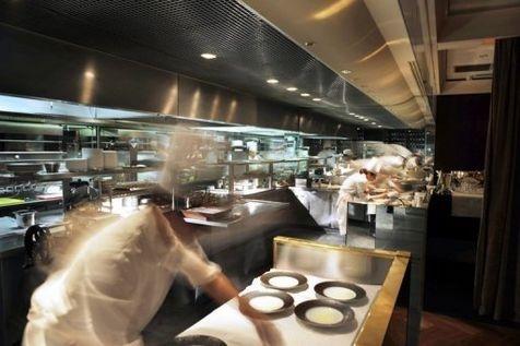 Ces emplois qui ne trouvent pas preneur. Cuisinier, vendeur, conducteur... Sur certains postes, la demande excède l'offre, selon une étude patronale qui souligne l'importance de la formation. (France)