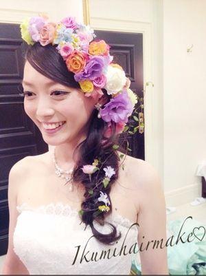画像 : ラプンツェル風も!「花をまとう」お花を使った花嫁のヘアスタイルとドレスアレンジ・アクセサリー。 - NAVER まとめ
