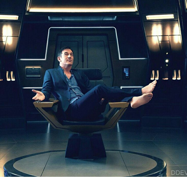 Jason Isaacs is the captain Lorca in the new #StarTrek Discovery!