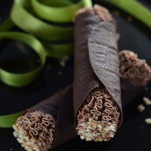 Cannoli di cialda al cacao con Mousse al gianduia