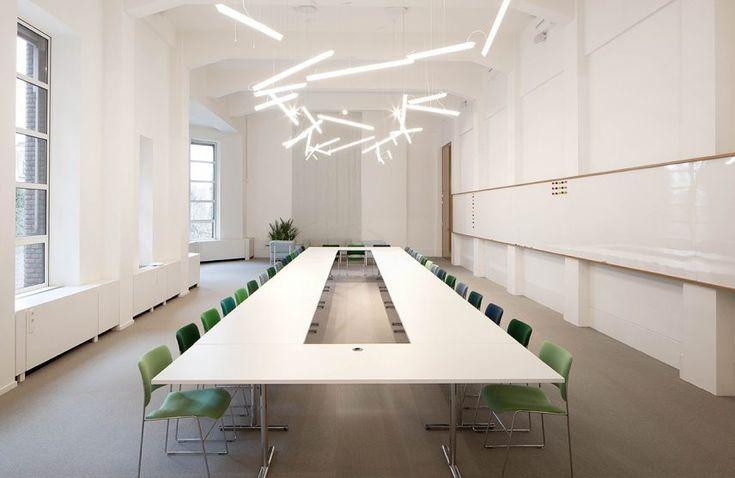 Spaces en la haya ufficio nel 2019 illuminazione for Illuminazione design ufficio