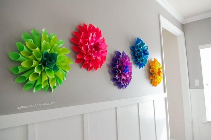 Zoek je wat moois voor aan de muur? Laat de kinderen deze prachtige papier bloemen maken. Of ga zelf aan de slag!