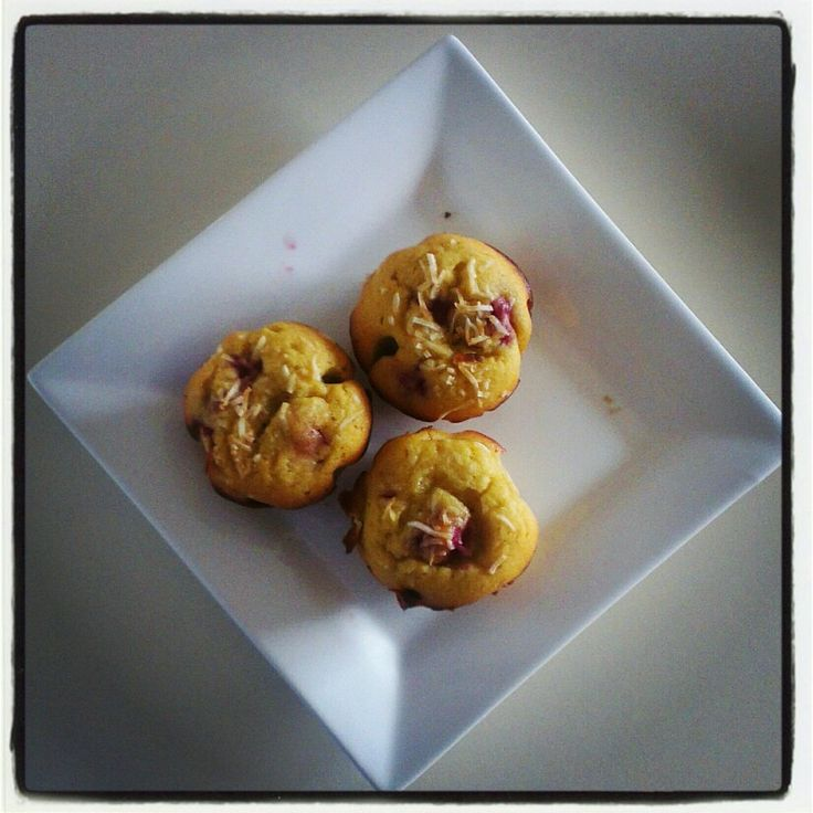 Coconut & Raspberry muffins. Yes, sugar (fructose)-free!