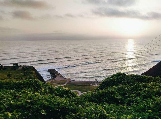 Reposting @a.donde.iremos: Refrescate con la brisa y deleitate con la vista al mar y acantilados ... Descubre el Malecon de Miraflores - Lima - Peru 🇵 🇪 😍 🇵🇪 🔝 🔝 🔝 🔝 🔝 🔝 🔝 🔝 🔝 🔝.... Para ver más clic en Info  #instapic #instamoment #sunset #peru #ctperu #visitlima #visiting #miraflores #traveltoperu #igerslima #igersperu #igers #photooftheday #instaphoto 📷 😉