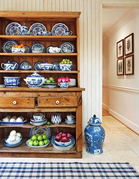 Karen Sealander's prized blue-and-white dishes look at home in an antique pine cupboard.: Cabinets, Blue And White China Display, Beautiful Blue, Cottage, Traditional Home, White Dishes, Douglas Drysdal, Antique, Blue Willow