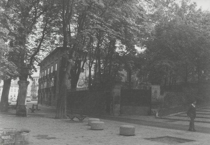 Palacio de los Álava-Velasco en la Plaza de Santo Domingo. Año 1980