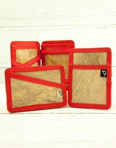 WizardWallet Made mostly of palm tree fiber with a slim design (1cm thick) for those who want to carry only the necessary stuff, even though you can carry up to 10 cards or documents and a good chunck of money!