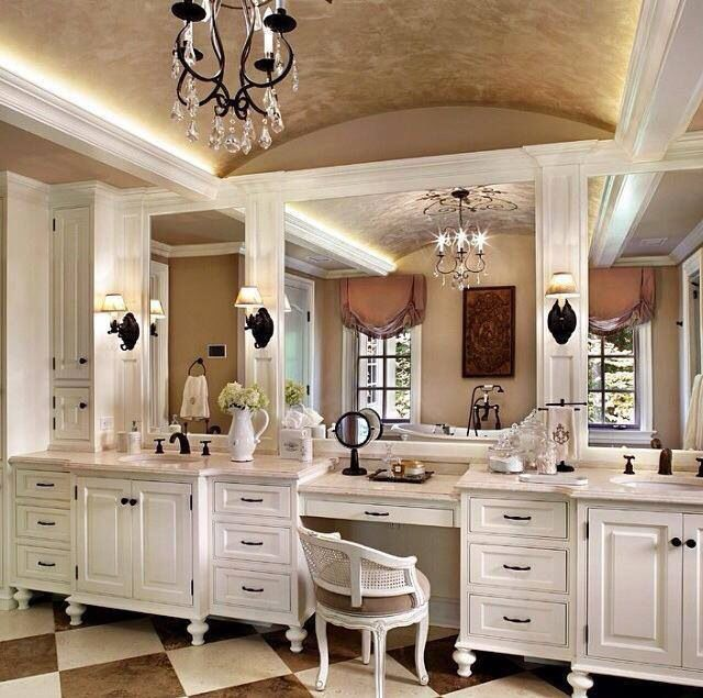 Toilette and Mirrors