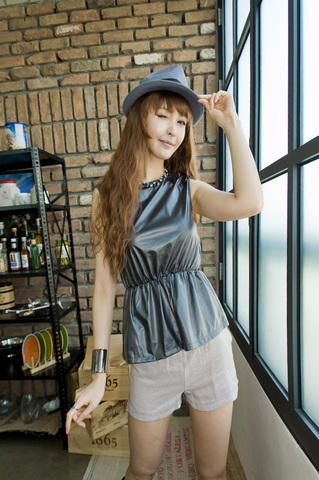 semi gloss banding waist sleeveless blouse from Kakuu Basic. Saved to Kakuu Basic Blouses & Shirts.