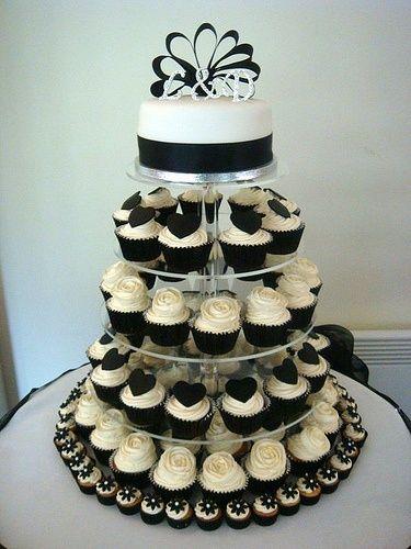 CUPCAKE WEDDING CAKE.: White Cupcakes, Black And White, Wedding Cupcakes, Black White, Wedding Cakes, Cupcakes Display, Minis Cupcakes, Cupcakes Towers, Cupcakes Cakes