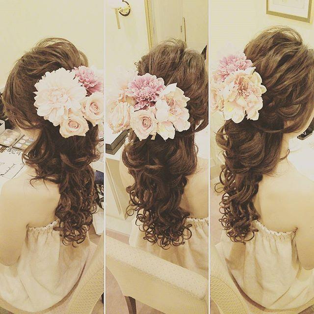 * カラードレスメイクリハ カラードレス用に 装花のヘッドパーツをお願いしてるのと、 当日はエクステ付けてるのでイメージで1つだけ襟足ウィッグ付けてもらって妄想⤴⤴ * カラードレスのヘアは フッワフワでいきます‼ * そろそろエクステもマツエクもシェービングも予約しとかないと * * #プレ花嫁#アニ嫁#結婚式準備 #メイクリハ#メイクリハーサル #ヘッドパーツ#妄想リハ #カラードレス#ブライダルヘア #この髪型には旦那さん反応した #一言いいやん #日本中のプレ花嫁さんと繋がりたい #2016wedding#followme