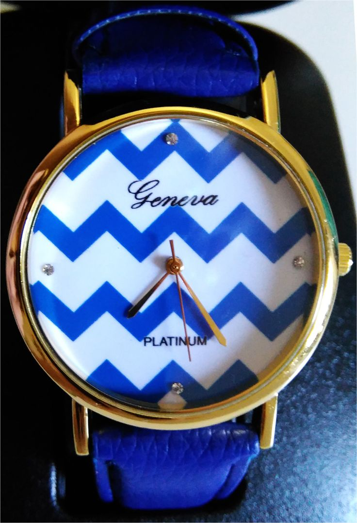 Stylish ladies' watch decorated with zig-zag stripes on its white dial. Golden motifs.