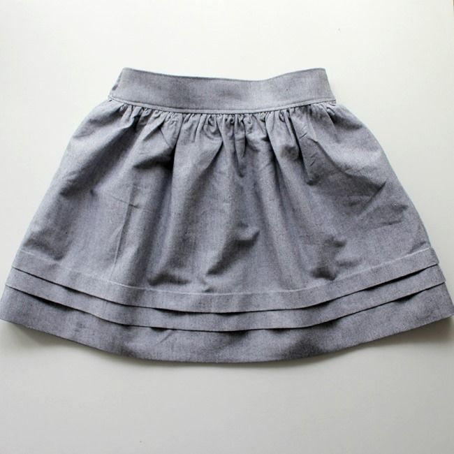 Simple skirt with flat front and elastic back