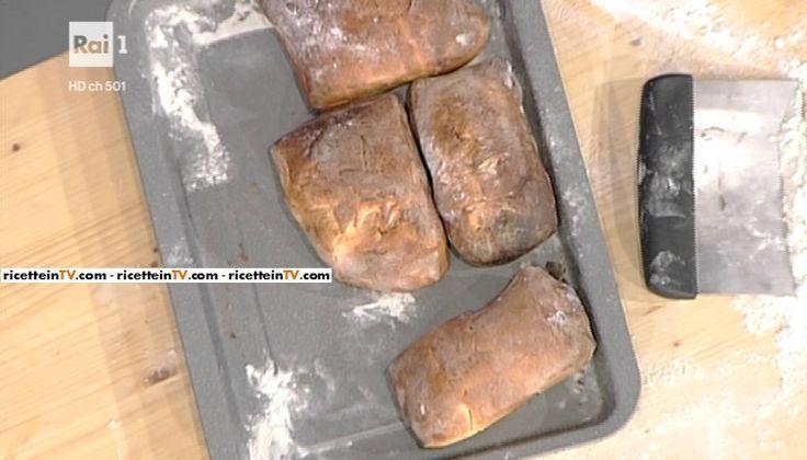 """La ricetta del pane patate e rosmarino di Gabriele Bonci del 18 novembre 2016, a """"La prova del cuoco""""."""