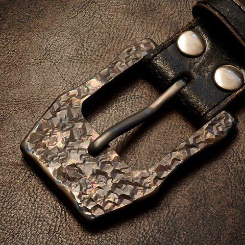 Résultats de recherche d'images pour «hammered leather belt buckle»