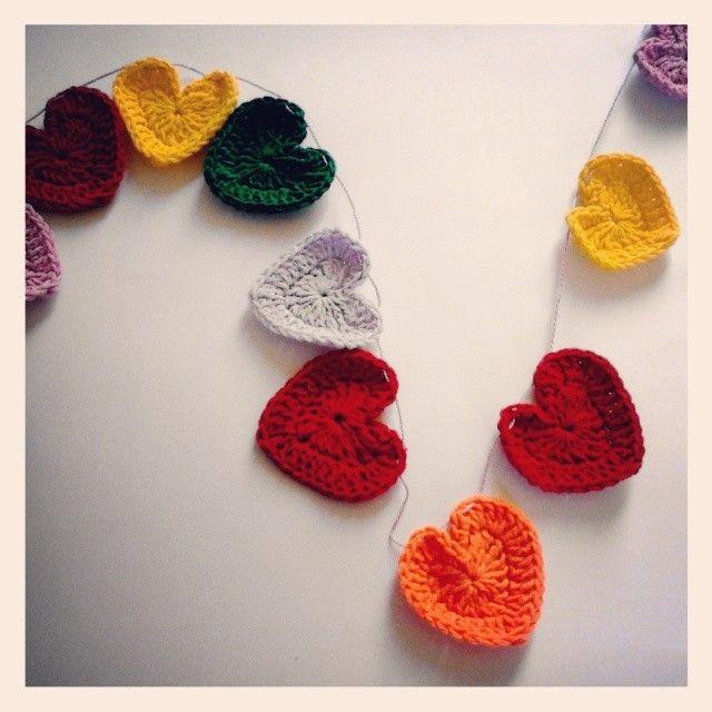 Crochet Heart Garland!! free crochet pattern.
