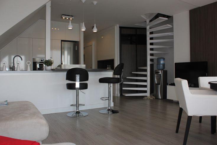 Eladó balatonfüredi újszerű lakás - Balatonfüred központjában eladó egy 112 m2-es rendkívüli igényes panorámás minőségi lakás - Kód: ALS203. - Vételár: 52 000 000 Ft. - ALS203: http://balatonhomes.com/ALS203/lakas-balatonfured-112nm - BalatonHomes Ingatlanközvetítés: http://balatonhomes.com/ - Telefonos elérhetőség: +36 30 474 5901 A telefonban hivatkozzon erre az ingatlan kódra: ALS203.