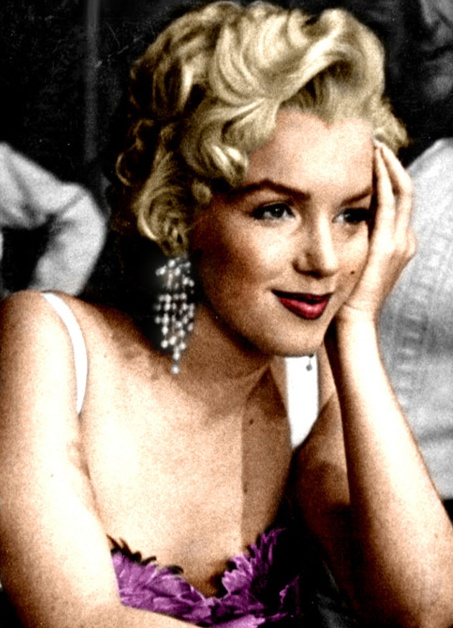 Marilyn Monroe looking beautiful, as always..... I love Marilyn deeply and have