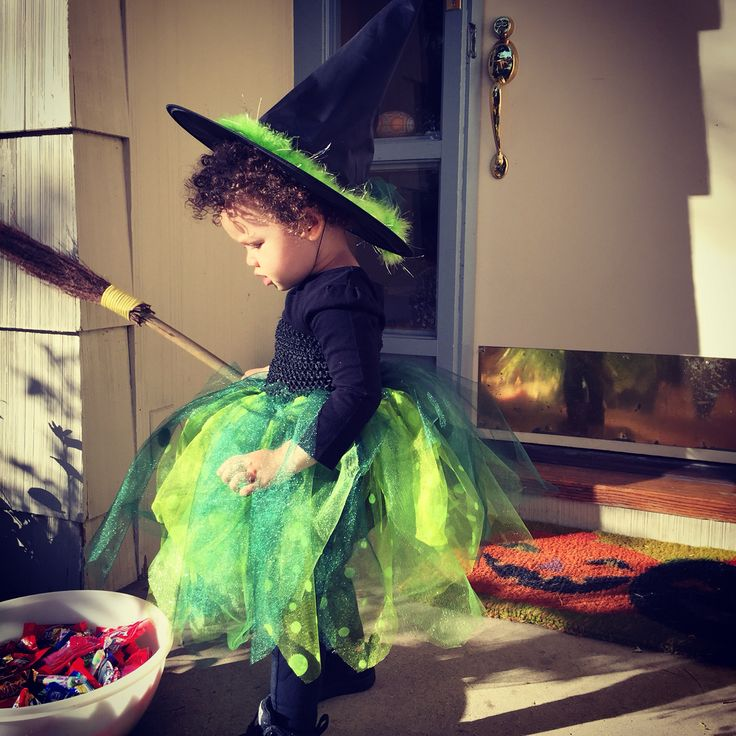Toddler girl witch costume.