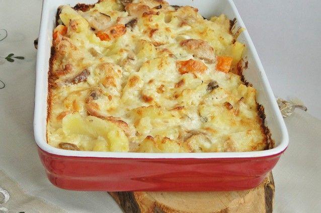 Zöldséges csirkés egytálétel – füstölt sajttal