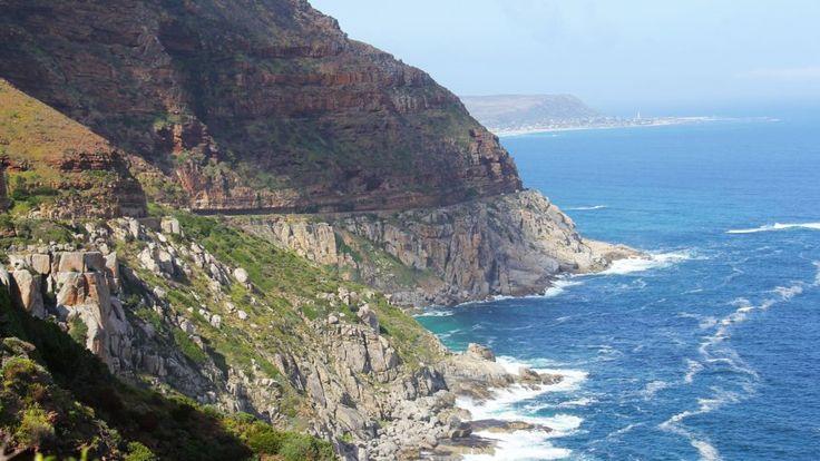 Mit der Harley Davidson entlang der Küste auf dem Chapman's Peak Drive: Ein letzter Blick auf Camps Bay, dann links die 12 Apostel, den Tafelberg im Rücken