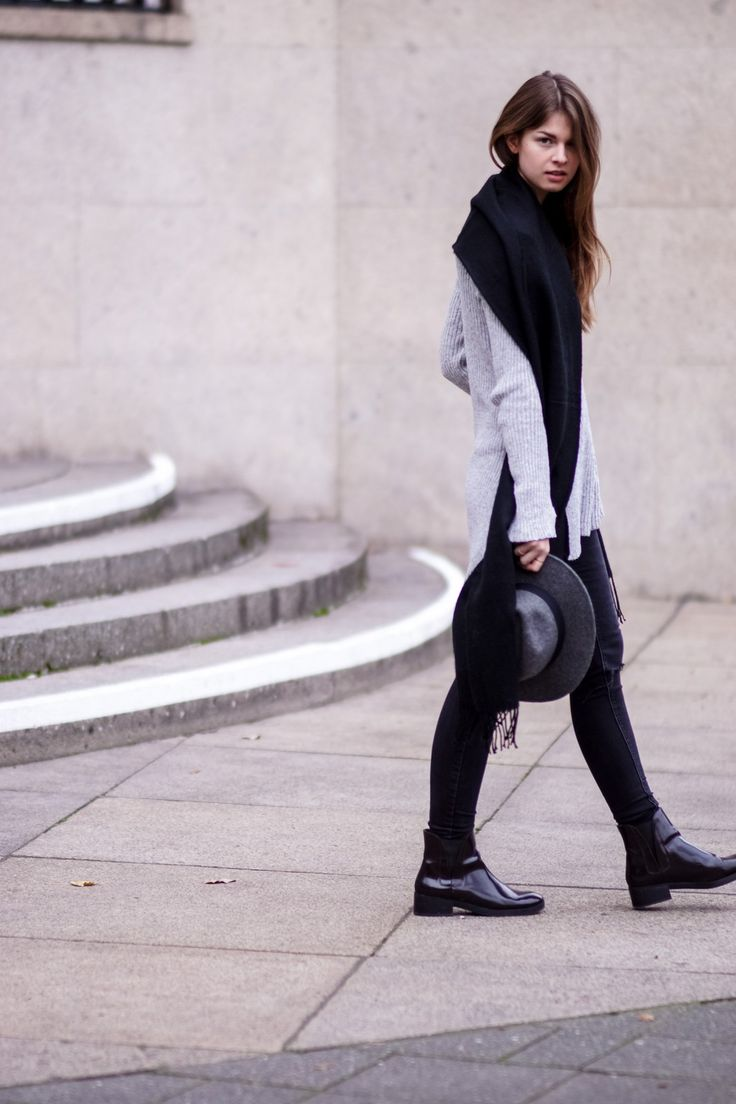 #modeblog #fashionblog #whaelse #inspiration #outfit #fashion #streetstyle #howtowear #greyhat #chelseaboots #blackjeans #greysweater #ribbedknit #blackscarf